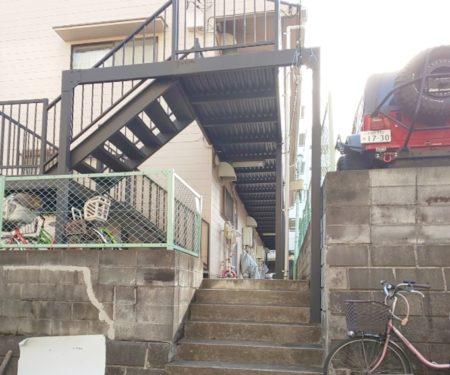 まずは階段を昇ります♪